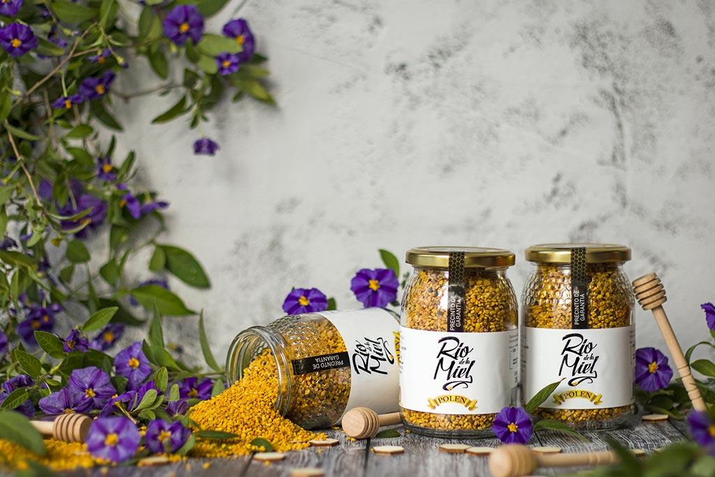 polen-de-abeja-Rio-de-la-Miel-apicultor